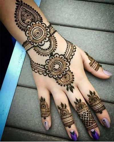 Backhand bracelet mehndi design