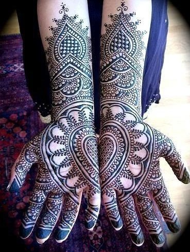 Heart Shaped Mehndi Design For Wedding