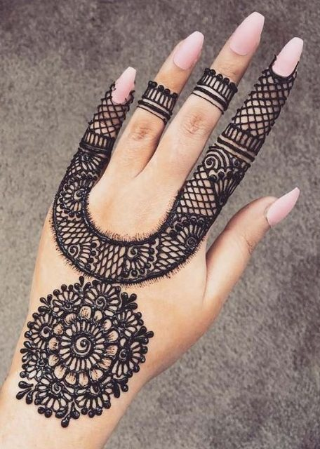 U-Shaped Mehndi with Tikki Design