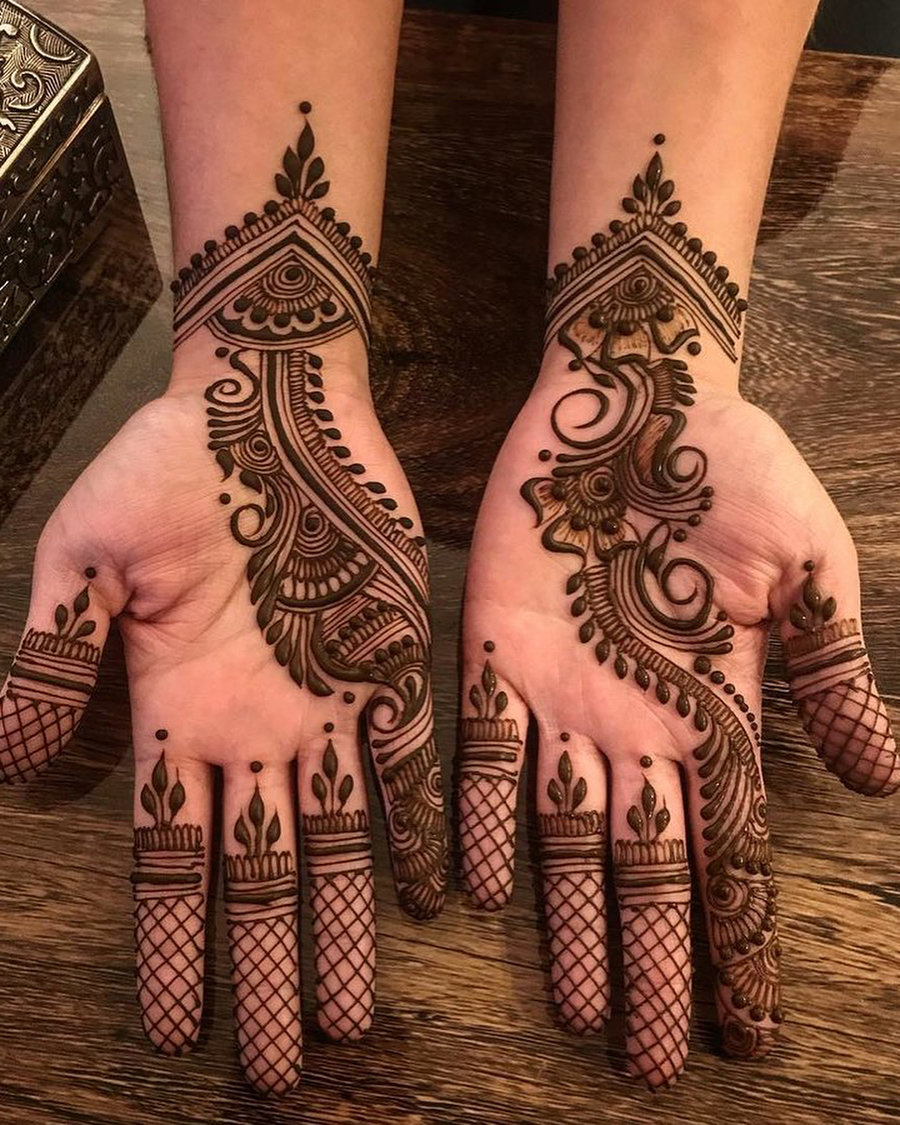 Gorgeous yet simple Arabic mehendi design