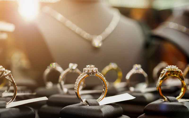 How to Buy Jewelry and Diamonds in Stores
