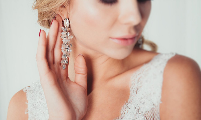 How to Pick the Perfect Bridal Earrings?