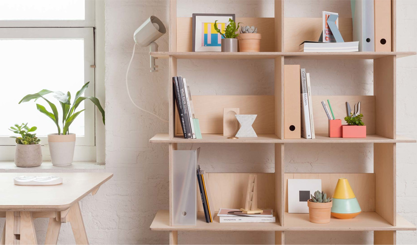 5 Simple Tips for Decorating a Bookshelf
